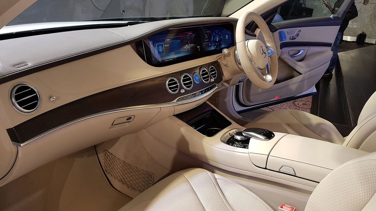 The instrument panel of the S-Class consists of a dual LCD screen that can be customised.
