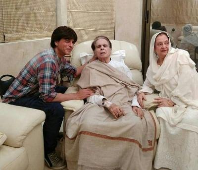 Mumbai: Actor Shah Rukh Khan meets Dilip Kumar with wife Saira Banu at his residence in Mumbai on Aug 15, 2017. (Photo: IANS/Twitter@TheDilipKumar)