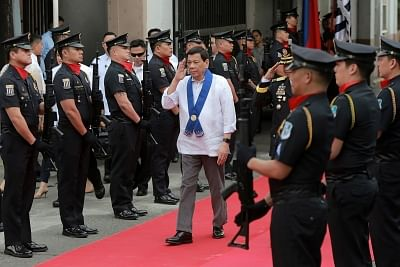 MANILA, Feb. 6, 2018 (Xinhua) -- Philippine President Rodrigo Duterte (C) salutes customs police while attending the luxury vehicles destroying ceremony at the Bureau of Customs in Manila, the Philippines, Feb. 6, 2018. Some 30 smuggled luxury cars worth about 62 million pesos (1.2 million U.S. dollars) were confiscated and destroyed by the Philippine government to deter car smuggling. (Xinhua/Rouelle Umali/IANS)