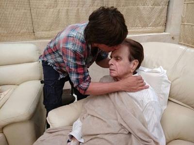 Mumbai:  Actor Shah Rukh Khan visits Dilip Kumar
