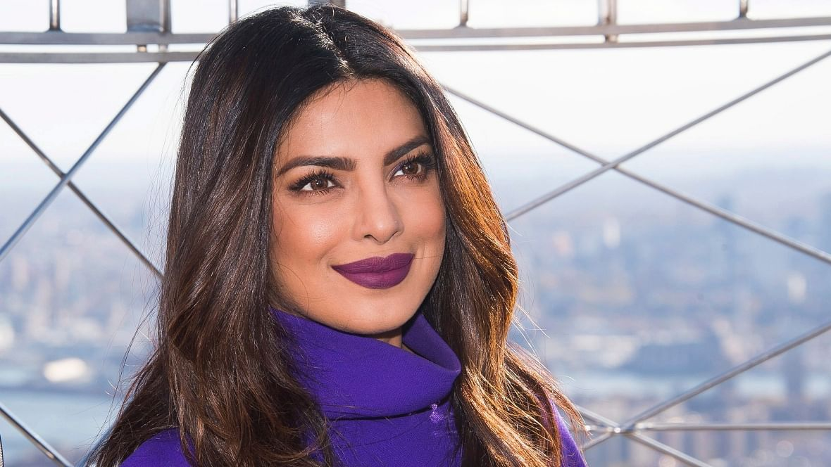 Priyanka Chopra apologises for the <i>Quantico</i> episode showing Indians in a bad light.