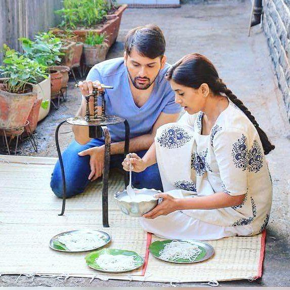 Sonali Kulkarni &amp; Siddharth Chandekar in <i>Gulabjaam.</i>
