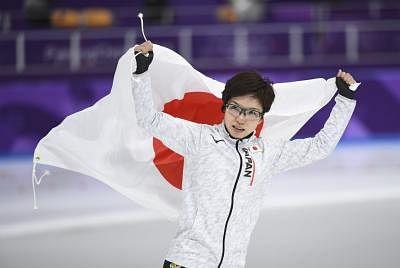 Kodaira breaks Olympic record to win women's 500m speed skating