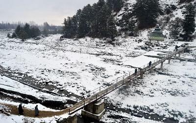 Heavy snowfall in Kashmir Valley as rain lashes Jammu. (Photo: IANS)