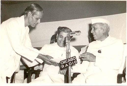 Kavi Pradeep with Jawaharlal Nehru.