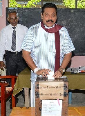 HAMBANTOTA, Jan. 8, 2015 (Xinhua) -- Sri Lankan President Mahinda Rajapaksa casts his vote at a polling station in Tangalle, Hambantota, Sri Lanka, Jan. 8, 2015. Sri Lanka held presidential election on Thursday. (Xinhua/IANS)