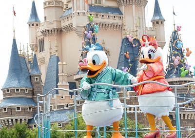 Disneyland raises ticket price by 18%. (Xinhua/Ma Ping) (zhf)