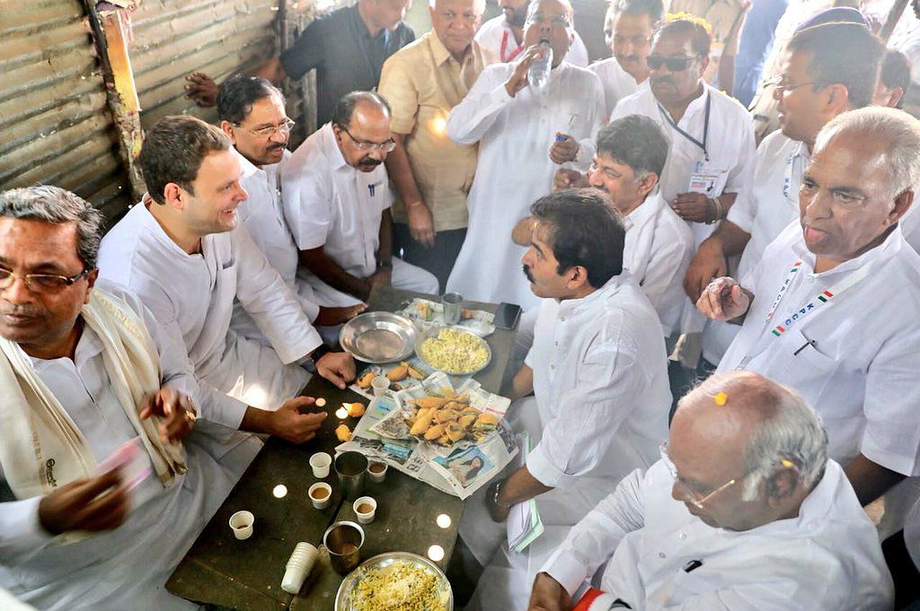 Following a meeting with a group of villagers facing drinkingwater issues, Rahul Gandhi, along with other state Congress leaders made aquick stop to have a local delicacy – <i>Mirchi Bajji</i>.