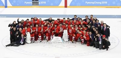 PYEONGCHANG, Feb. 25, 2018 (Xinhua) -- Olympic athletes from Russia pose for photos after winning men