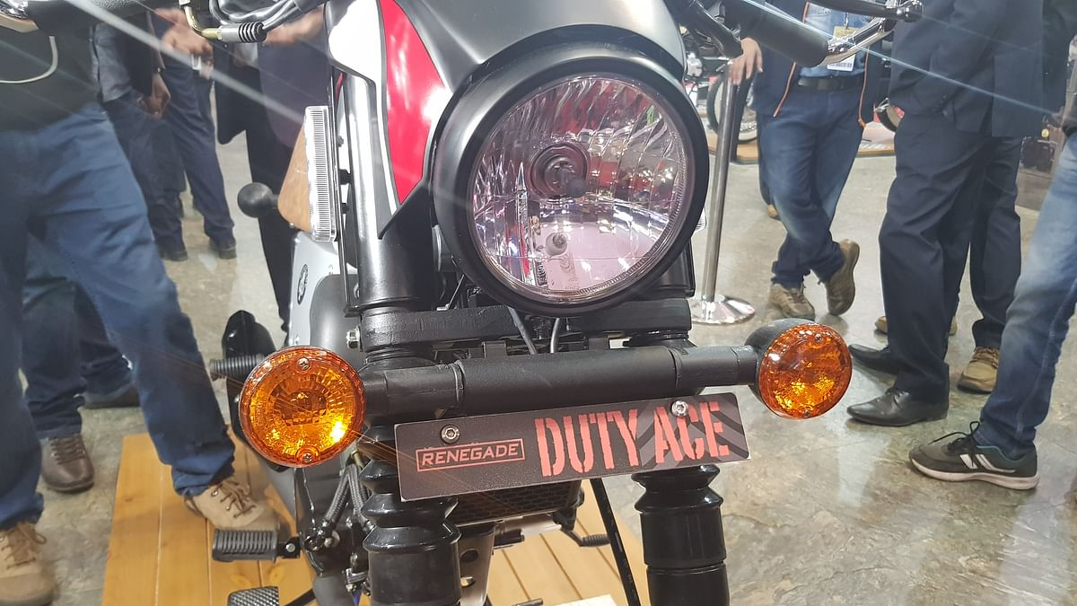 Round headlamp on the Dute Ace cruiser bike.