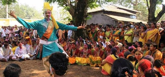 Tribal dance forms are performed in various parts of Bengal on the day of Dol Yatra.