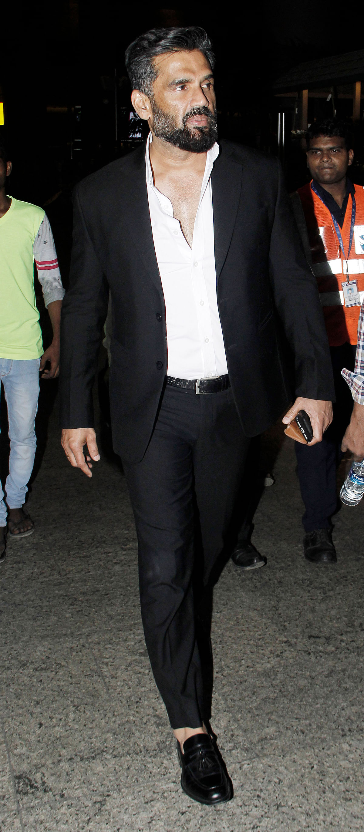 Sunil Shetty in his airport look.