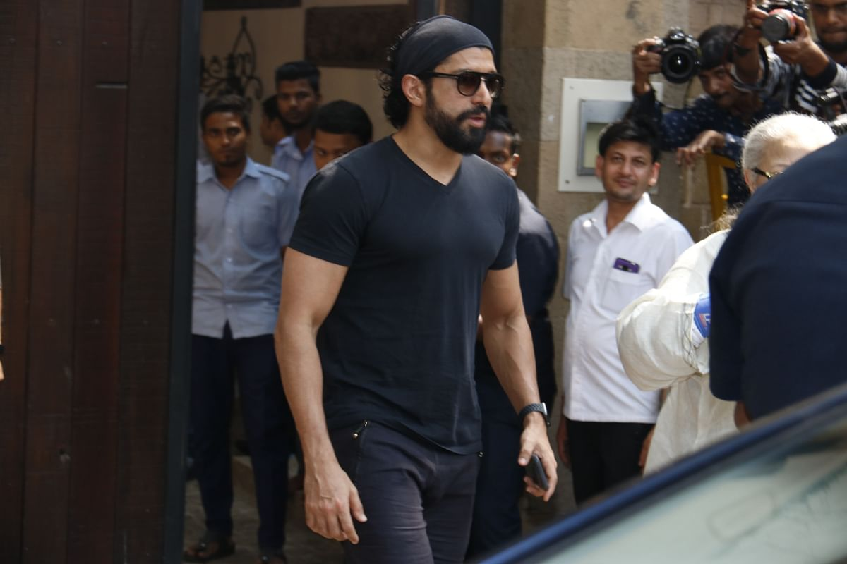 Farhan Akhtar reaches Anil Kapoor's house.