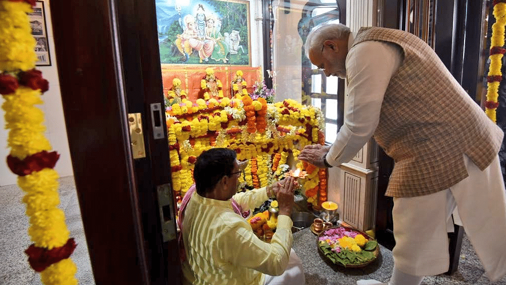 Prime Minister Narendra Modi offers prayers at Shiva temple in Muscat.