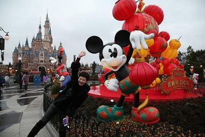 SHANGHAI, Feb. 16, 2018 (Xinhua) -- A woman takes photo at Disney Resort in east China