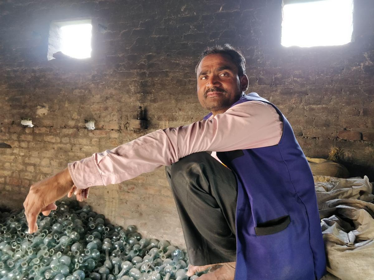 Ajay Pal Singh at Dulu Mian's hut where he explains the dynamics of Gangajali-making and how it has helped endure Hindu-Muslim relations in Kadarbadi village.