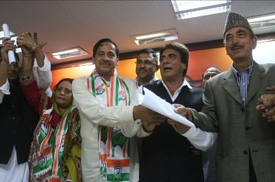 New Delhi: Former BSP leader Naseemuddin Siddiqui joins Congress in the presence of party leaders Raj Babbar and Ghulam Nabi Azad at the party office in New Delhi on Feb 22, 2018. (Photo: IANS)