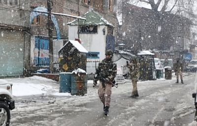 Srinagar: CRPF personnel conduct search operations amid snowfall after two militants were spotted by an alert sentry at the observation post of 23rd battalion of the CRPF in Karan Nagar area of Srinagar on Feb 12, 2018. The two were forced to flee as the alert sentry fired at them. Searches in the area revealed that the militants, carrying backpacks and AK-47 rifles, had taken shelter in a building near the CRPF camp, which was then surrounded. (Photo: IANS)