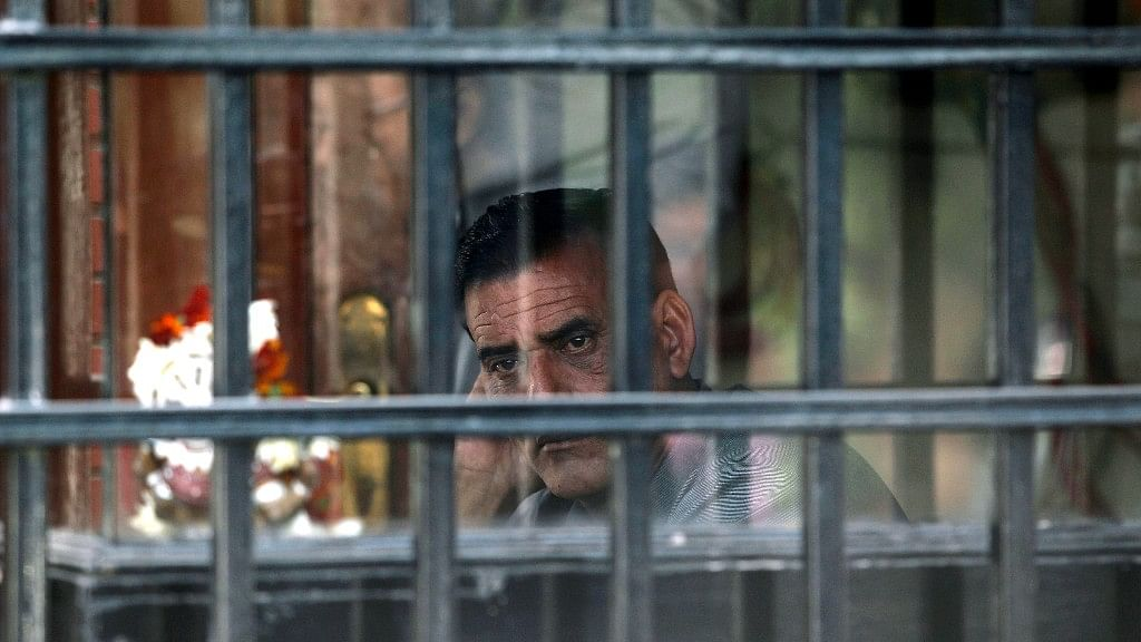 A private security guard sits in a room outside corporate lobbyist Nira Radia's house in New Delhi, 21 December, 2010.