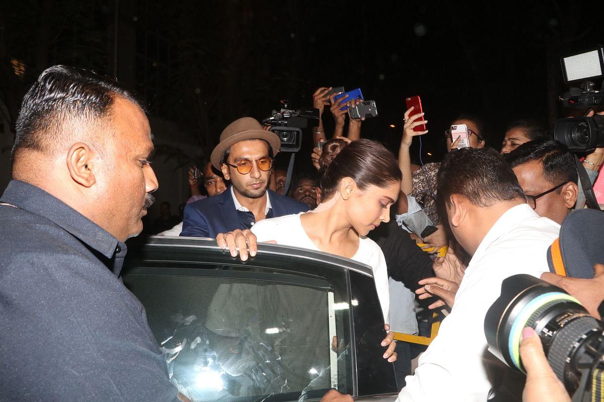Deepika and Ranveer arrive at Anil Kapoor's home.