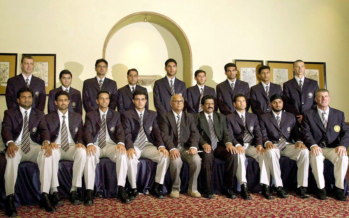 The Indian cricket team poses for photographers in Bombay January 28, 2003, before leaving for the World Cup in South Africa.