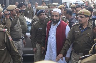 Aam Aadmi Party MLA Amanatullah Khan being taken to be produced at Tees Hazari Court in connection with alleged attack on Delhi Chief Secretary Anshu Prakash, in New Delhi on Feb 21, 2018. (Photo: IANS)