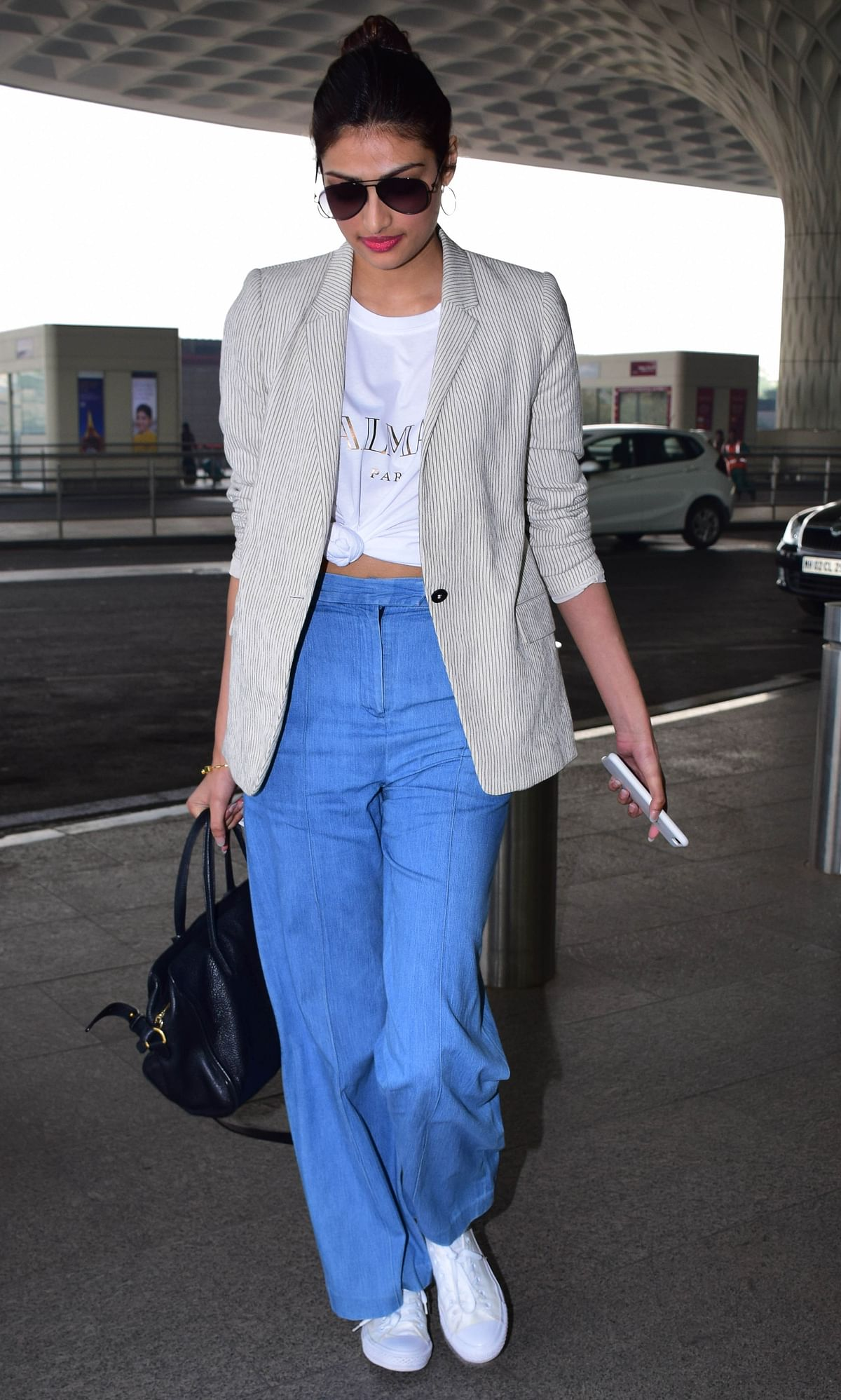 Athiya Shetty in her airport look.