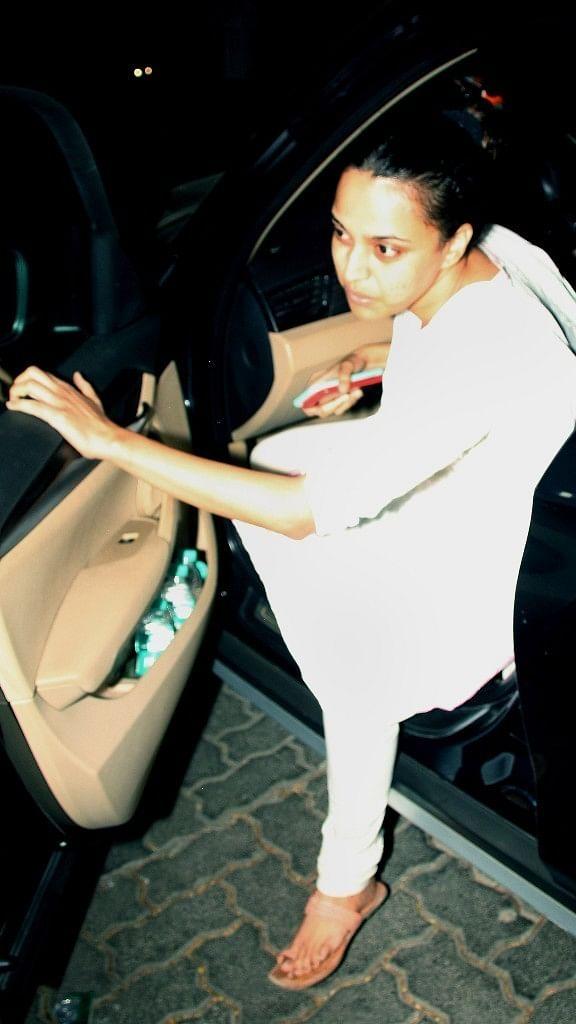 Swara Bhaskar pays a visit to the Kapoor family.