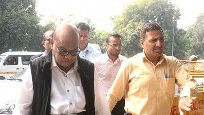 New Delhi: Rotomac owner Vikram Kothari and his son Rahul Kothari being take to Patiala House Court.