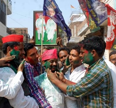 Allahabad: Samajwadi Party (SP) and Bahujan Samaj Party (BSP) workers greet each other, outside a counting center in Allahabad on March 14, 2018. SP on Wednesday took winning leads in both the Lok Sabha seats of Gorakhpur and Phulpur. With BSP backing its bitter rival SP, BJP appeared to be heading for a shock defeat. (Photo: IANS)
