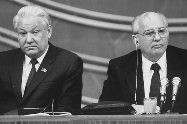 Boris Yeltsin (left) and Mikhail Gorbachev (right).