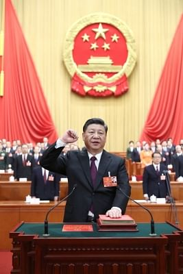 BEIJING, March 17, 2018 (Xinhua) -- Xi Jinping takes a public oath of allegiance to the Constitution in the Great Hall of the People in Beijing, capital of China, March 17, 2018. Xi was elected Chinese president and chairman of the Central Military Commission of the People