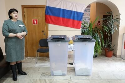 VLADIVOSTOK, March 18, 2018 (Xinhua) -- An election worker stands next to a ballot box at a polling station in Vladivostok, east Russia, March 18, 2018. Russia held presidential election on Sunday. (Xinhua/Denis/IANS)