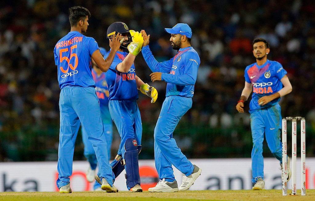 Washington Sundar's playing style is similar to that of India's head coach Ravi Shastri.