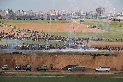 NAHAL OZ, March 30, 2018 (Xinhua) -- Palestinians protest along the barrier between Gaza Strip and Israel in Nahal Oz, on March 30, 2018. At least seven Palestinians were killed and 500 wounded Friday in the ongoing violent clashes between hundreds of Palestinians and the Israeli soldiers during a popular march close to the barrier between Gaza Strip and Israel, medics said. (Xinhua/JINI/IANS)