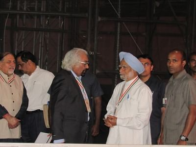 New Delhi: Congress leaders Sam Pitroda and Manmohan Singh during the 84th plenary session of Indian National Congress at the Indira Gandhi Indoor Stadium in New Delhi on March 17, 2018.