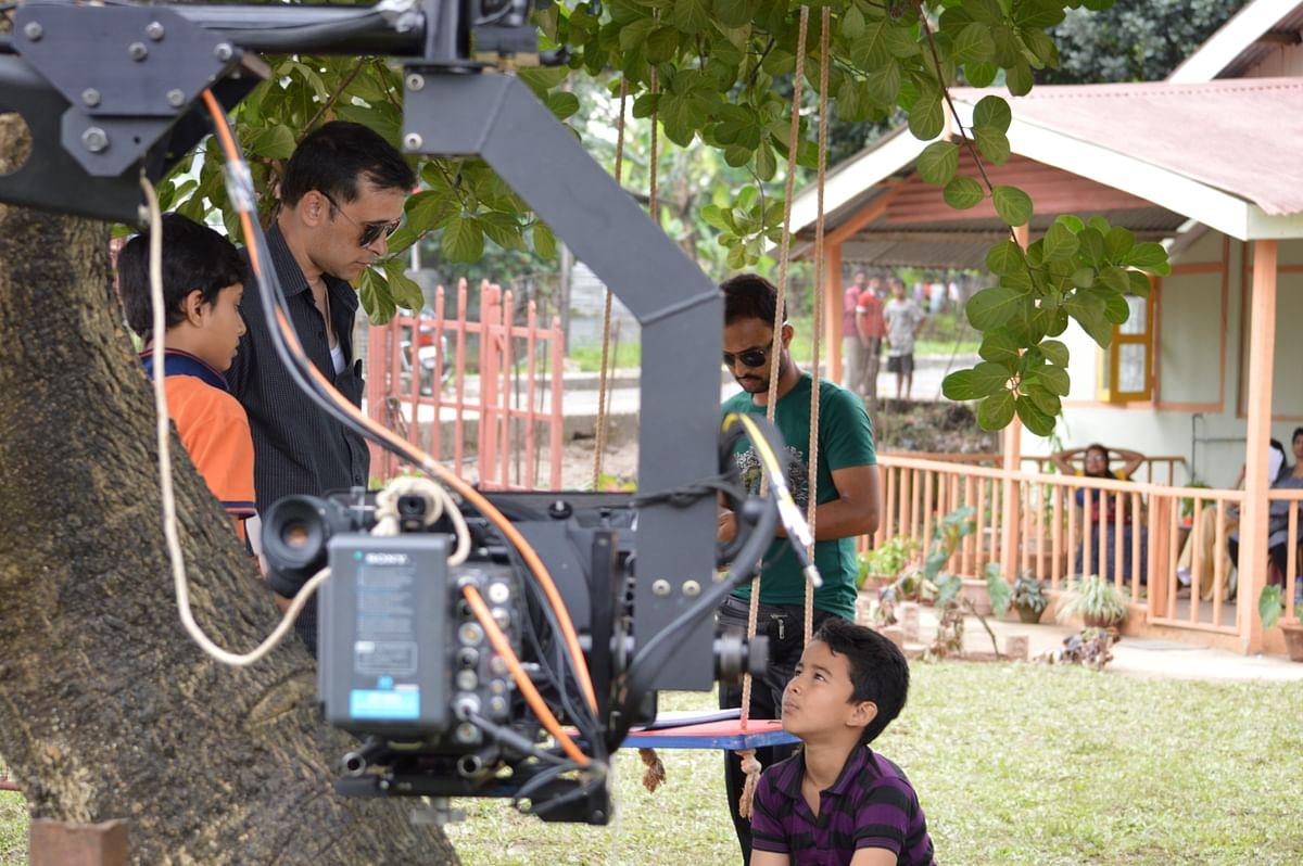 Bidyut Kotoky directing a child actor.