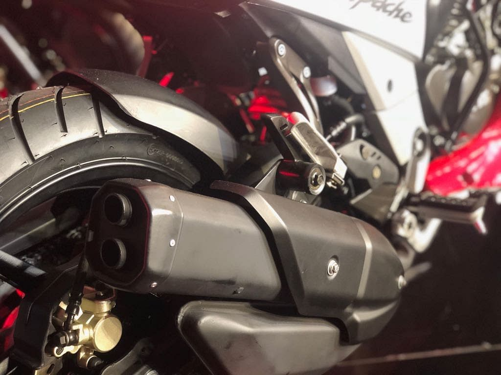 The elevated shotgun exhaust on the new Apache 160 4V