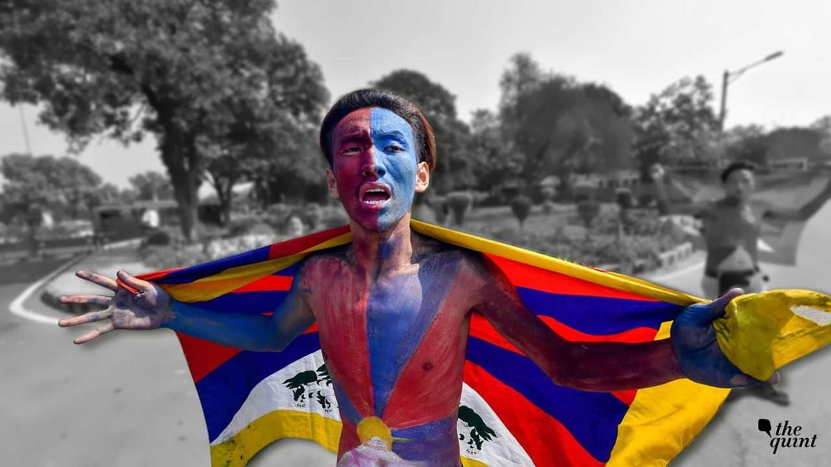 A Tibetan man protesting outside Chinese embassy.