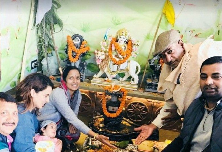 Kangana Ranaut performs grihapravesh puja at her Manali house with her nephew on her lap.