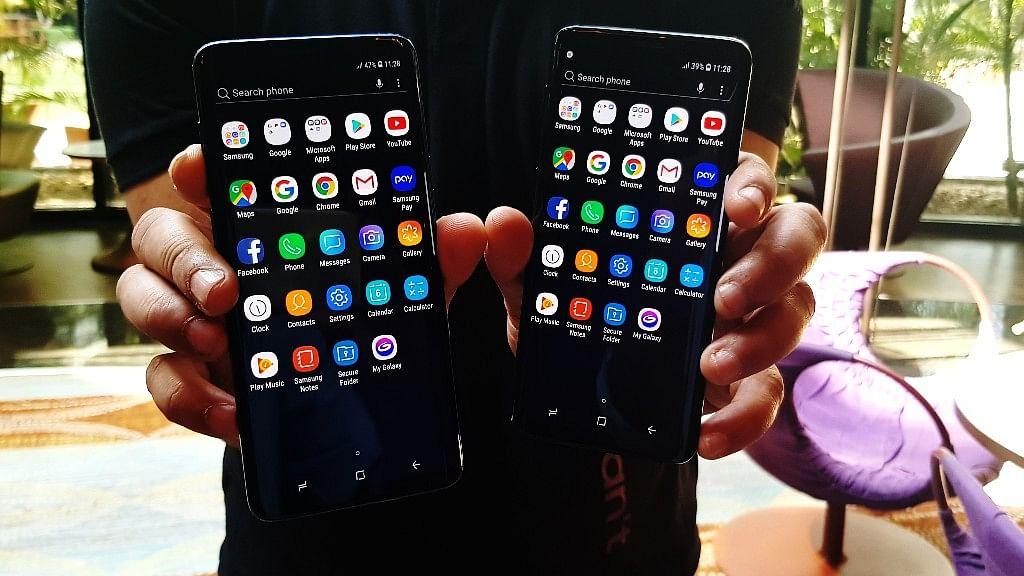 Samsung Galaxy S9+ (left), Galaxy S9 (right)