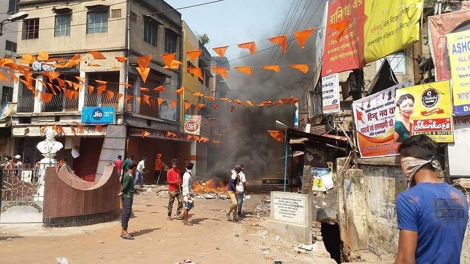 Clashes broke out in the Raniganj area of Asansol as a Ram Navami procession was going through the area.