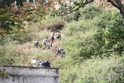 Theni: Indian Air Force (IAF) commandos busy climbing the Kurangani Hills during rescue operations after a massive forest fire broke out in Tamil Nadu
