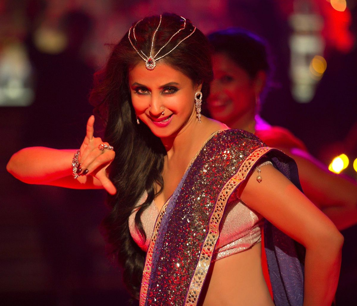 Urmila Matondkar shows off her moves in <i>Bewafa Beauty</i>&nbsp;from <i>Blackmail</i>.&nbsp;