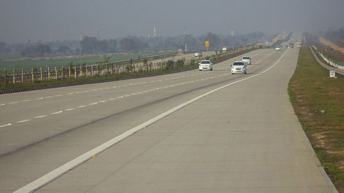 3 AIIMS Doctors Dead, 4 Injured in  Yamuna Expressway Accident