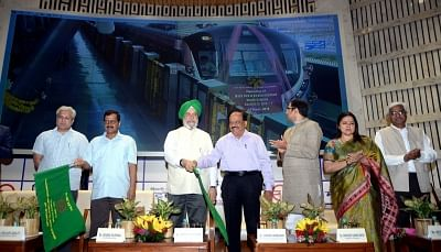 New Delhi: Delhi Chief Minister Arvind Kejriwal along with Transport Minister Kailash Gahlot and Union Ministers Hardeep Singh Puri and Harsh Vardhan flag off Majlis Park – Durgabai Deshmukh South Campus section on Delhi Metro