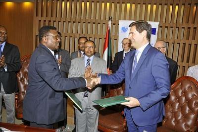 KHARTOUM, March 13, 2018 (Xinhua) -- Photo taken on March 13, 2018 shows the signing ceremony of Memorandum of Understanding (MoU) on combating terrorism in Khartoum, Sudan. The MoU was signed by Sudan National Anti-terrorism Authority and the Spain-based International and Ibero-American Foundation for Administration and Public Policies (FIIAPP), a group selected by the EU to carry out its program for supporting the rule of law and combating terrorism in the Horn of Africa and Yemen. (Xinhua/Moh