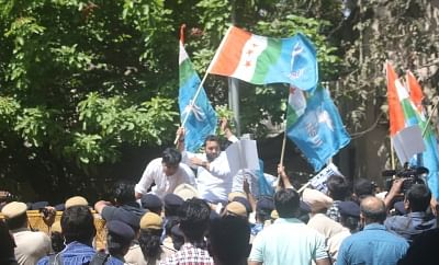 New Delhi: NSUI activists and students of CBSE affiliated schools stage a demonstration near Union HRD Minister Prakash Javadekar