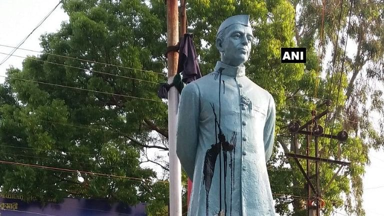 Black ink thrown at a statue of Jawaharlal Nehru in Katwa's Telephone Maidan.
