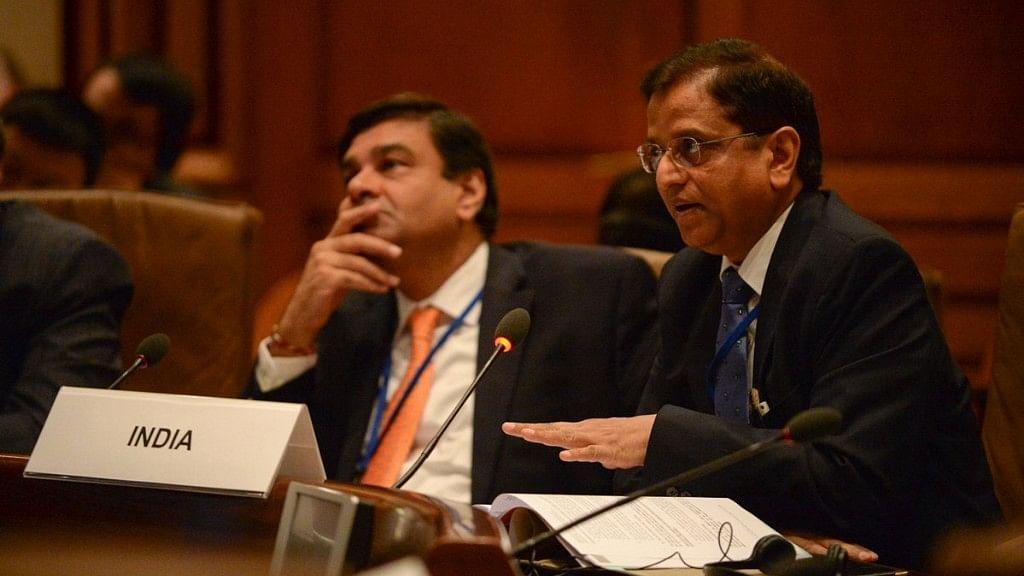 Secretary, Department of Economic Affairs (DEA), Mr Subhash Chandra Garg (right).